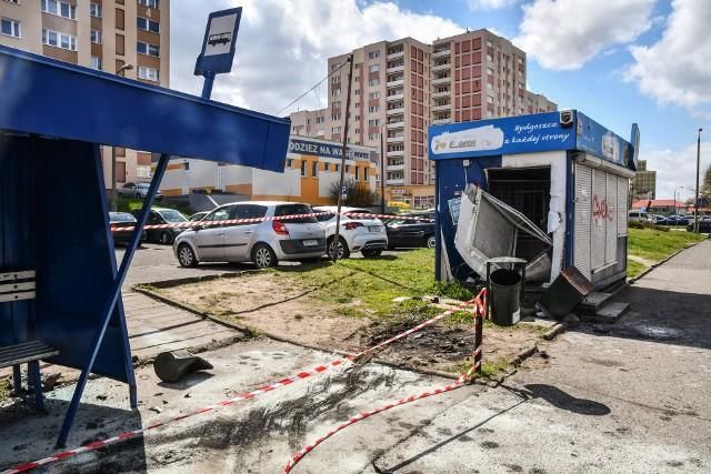 W wypadku, do którego doszło w nocy 7 maja na ulicy Twardzickiego, szczęśliwie nikt nie odniósł poważniejszych obrażeń