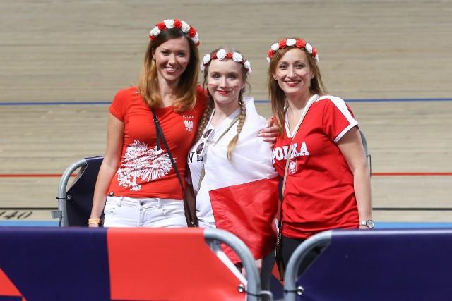 Mistrzostwa Europy siatkarzy. Reprezentacja Polski wygrała z Hiszpanią 3:0 i awansowała do ćwierćfinału mistrzostw Europy. W hali w Apeldoorn, podobnie jak w Rotterdamie i Amsterdamie, Biało-Czerwonych wspierało dużo polskich kibiców. Zobacz, jak się bawili!