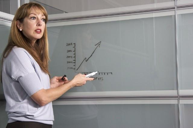 Nauczyciele urodzeni po 1948 roku mają kilka możliwości, by przejść na emeryturę szybciej niż przed osiągnięciem wieku emerytalnego