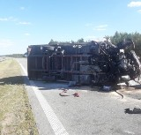 Wypadek na S8 koło Zduńskiej Woli. Przewrócona ciężarówka zablokowała drogę ZDJĘCIA