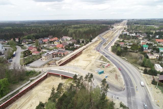 Budowa siódemki od Grójca do Warszawy trwa mimo epidemii koronawirusa. Do stolicy trasą ekspresową mamy pojechać jesienią 2022 roku.