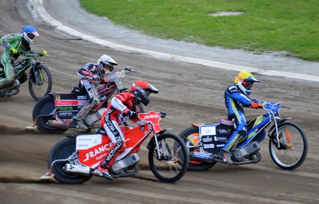 Żużlowcy Falubazu Zielona Góra i Stali Gorzów rywalizują w ćwierćfinałowym etapie drużynowych mistrzostw Polski juniorów.