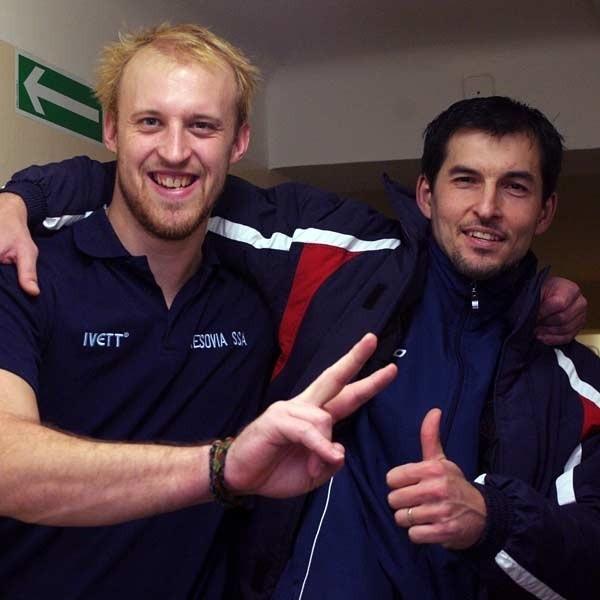 Karel Kvasnićka (z lewej) i Thomas Malcik na parkiecie stali po dwóch stronach barykady, ale po meczu zachowywali się jak kumple z jednego podwórka.