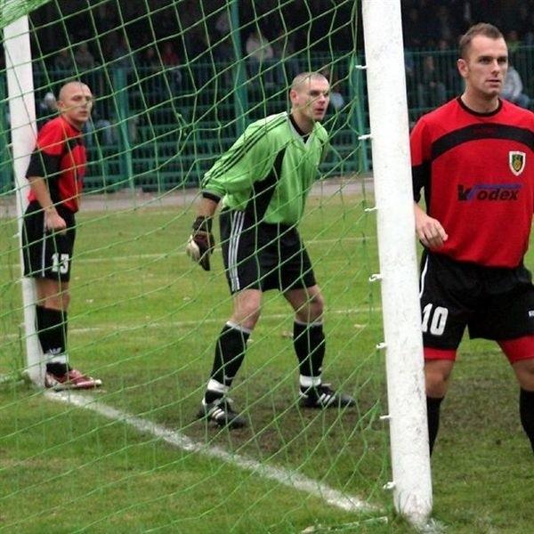 """Tomasz Wietecha (w zielonej koszulce) podpisał kontrakt ze """"Stalówką"""" i nadal będzie reprezentował barwy tego klubu."""