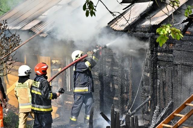 Pożar całkowicie strawił dach drewnianego domu w Bieśniku
