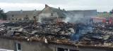 Niedaleko Żnina spalił się dach domu. Budynek nie nadaje się do użytku [zdjęcia]