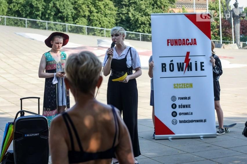 Protest na placu Solidarności w Szczecinie przeciw...