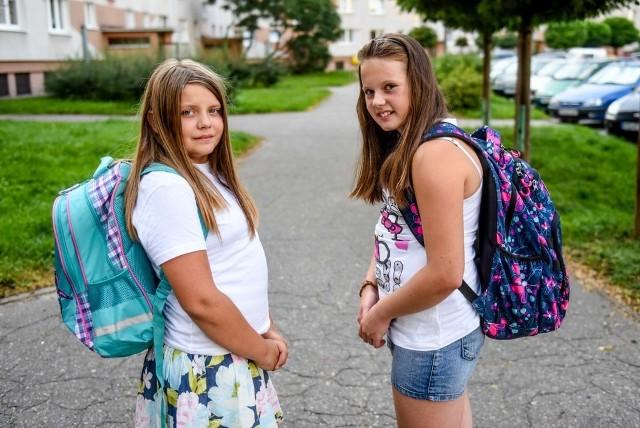 Kamila i Wiktoria z Poznania chodzą do piątej klasy szkoły podstawowej. Jak przyznają, ich plecaki ważą dość dużo - najwięcej podręcznik do języka polskiego, ale i inne książki nie są lekkie