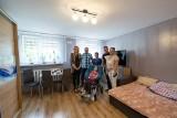 Udało się wyremontować mieszkanie podopiecznej włoszczowskiej Fundacji Jesteśmy Blisko. Dzięki wsparciu wielu ludzi dobrej woli [ZDJĘCIA]