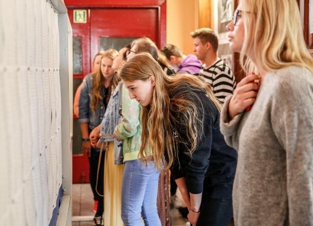 Wstępne wyniki rekrutacji do szkół ponadpodstawowych zostaną ogłoszone w czwartek 22 lipca 2021. Potem kandydaci będą musieli potwierdzić wolę nauki do 30 lipca 2021, dostarczając oryginały dokumentów: świadectwa ukończenia szkoły podstawowej i zaświadczenia o wynikach egzaminu ósmoklasisty