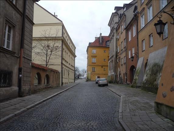 ul. Brzozowa w WarszawieW przypadku mieszkania przy ul. Brzozowej z przepięknym widokiem na Wisłę cena metra kwadratowego lokalu może sięgać 25 tys. zł.