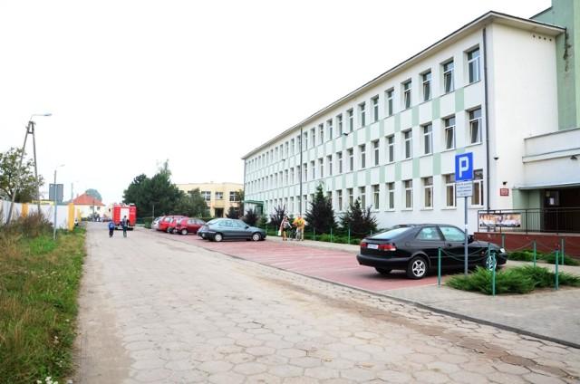 Ewakuacja 700 osób w szkole i przedszkolu w Jarocinie. Cztery osoby ranne