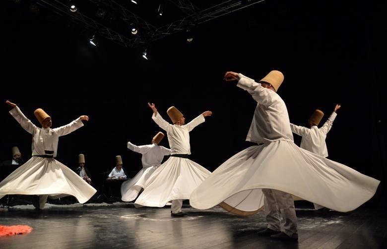 MAJ: Derwisze z Zespołu Tureckiej Muzyki Sufickiej z Konyi...