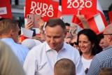 Najnowszy sondaż: Andrzej Duda wygrywa w pierwszej i drugiej turze. Spada poparcie dla Rafała Trzaskowskiego [WYNIKI]