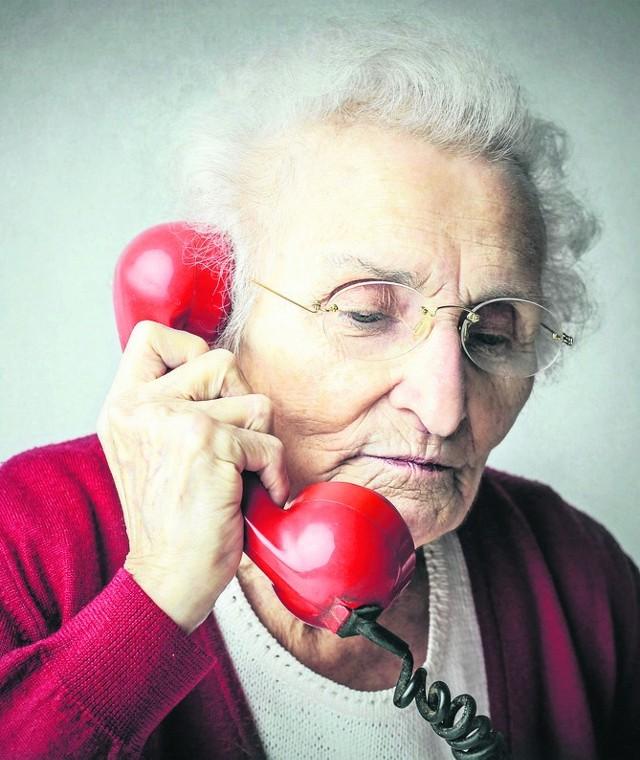 Policjant: Telefon obcej osoby do seniora traktujmy jak oszustwo
