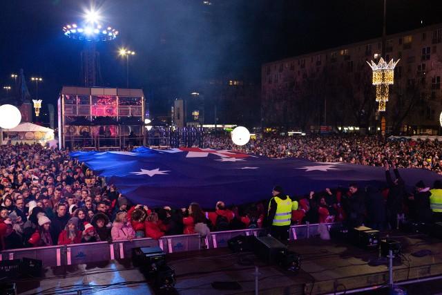 28. Finał WOŚP 2020 zagrał także dla Australii. Jurek Owsiak: Jesteśmy z Wami i myślimy o Was! W Warszawie była flaga Australii i hymn.