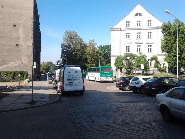 Standardowa kontrola busów przy ul. Św. Ducha w Szczecinie