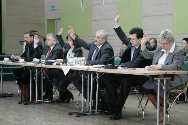 Na dzisiejszej sesji radni będą decydowali m. in. o przyjęciu sprawozdania za zeszłoroczny budżet i o tym, czy udzielą burmistrzowi miasta absolutorium.