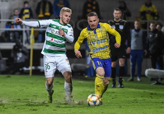Michał Nalepa (na żółto-niebiesko) rozpocznie treningi z Jagiellonią