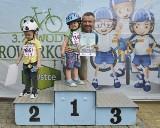 Zawody rowerkowe Głosu. Zdjęcia z podium (zdjęcia)