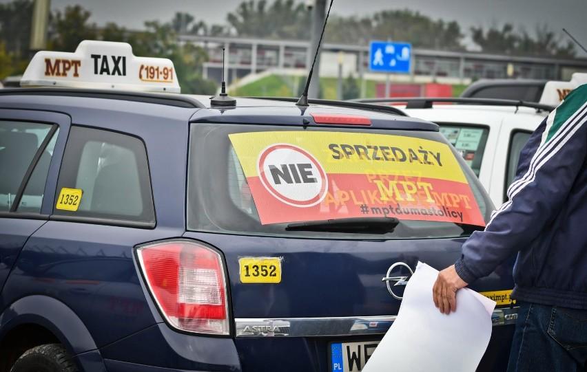 Protest taksówkarzy MPT w Warszawie