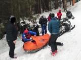 Groźny wypadek narciarza na Pilsku i dramatyczna akcja ratunkowa. Helikopter nie mógł wylądować, więc lekarz dokonał desantu