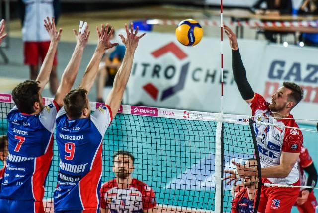 Jan Galabov (atakuje) zostaje na kolejny sezon w Bydgoszczy podobnie jak Michal Masny i Tomasz Bonisławski (w głębi). Do zespołu dochodzi m.in. Damian Wierzbicki