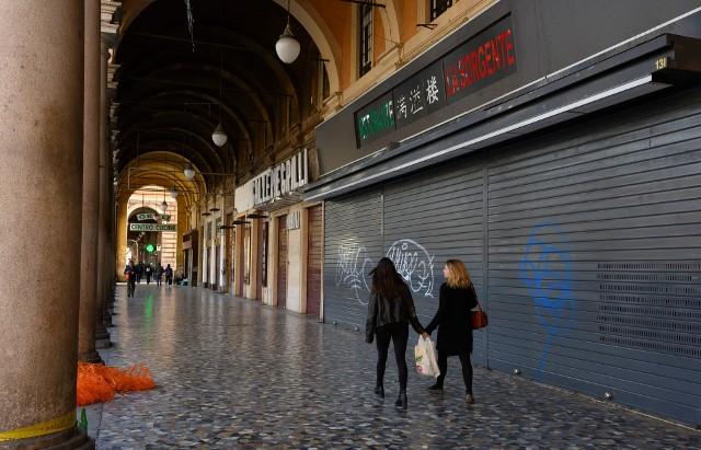 Epidemia koronawirusa: Włochy zamarły po decyzji rządu ograniczającej poruszanie się po kraju. Za złamanie ograniczenia grożą kary