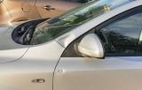 Kraków. Pijany mężczyzna kopał w auto i rzucił w nie szklaną butelką. Agresor jest w rękach policji