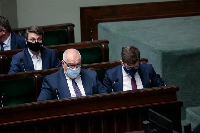 Burzliwe obrady Sejmu nad odwołaniem trzech ministrów i wicemarszałka. Tomczyk do Sasina: Mówią na pana odwrócony Midas