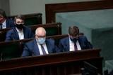 Sejm odrzucił wszystkie wnioski o wotum nieufności wobec polityków Zjednoczonej Prawicy. Głosowanie poprzedziła burzliwa dyskusja