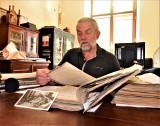 Ponad tysiąc relacji świadków ludobójstwa na Kresach i inne dokumenty odkryto podczas rozbiórki domu w Tarnobrzegu [ZDJĘCIA]