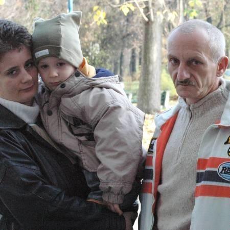 Andrzej Sepiól i jego żona Aneta chcą zadośćuczynienia za doznane znieważenia. Na zdjęciu z synkiem Kacprem.