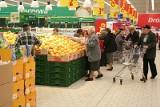 Jak będą czynne centra handlowe i sklepy w Wielką Sobotę? [Lidl, Biedronka, Auchan, Tesco, Żabka, galerie: Alfa, Solna, Focus Mall]