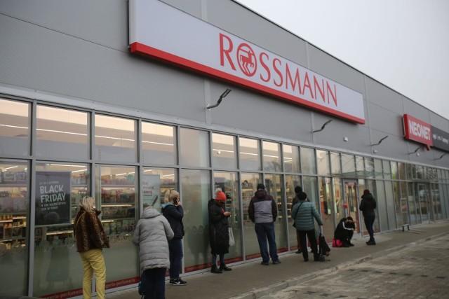 Rossmann ostrzega swoich klientów przed oszustami, którzy podszywają się pod drogerię.