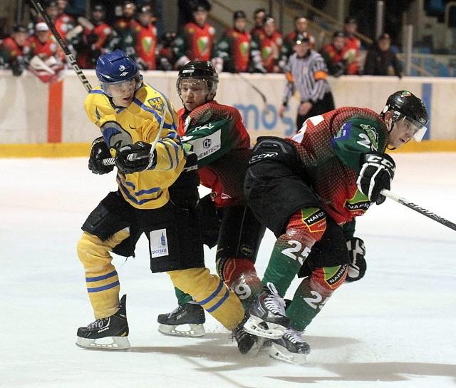 Twarda walka między zawodnikami obu drużyn trwać będzie jeszcze w czwartek.