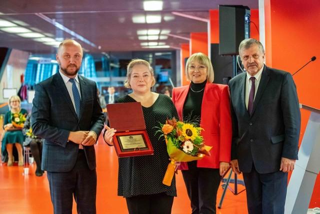 Wręczenie nagród miało miejsce w poniedziałek [20.09.2021] podczas sesji rady miasta na stadionie przy Słonecznej. Jedna laureatka była nieobecna
