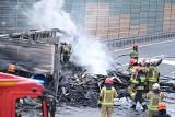 Warszawa: Wypadek na S8 [ZDJĘCIA] Ciężarówka przygniotła samochód osobowy, jedna osoba nie żyje. Utrudnienia trwają, gigantyczne korki