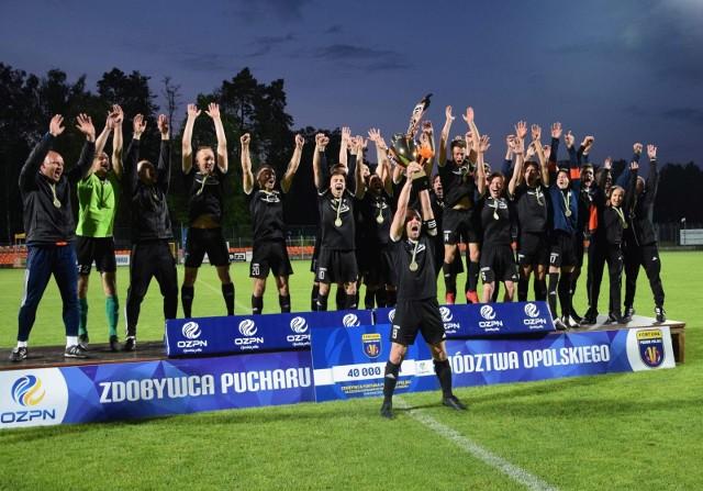 Za nami losowanie Regionalnego Pucharu Polski. I to nie tylko pierwszej rundy, ale całej drabinki aż do samego półfinału. Dzięki czemu wiemy kto z kim może zmierzyć się na danym etapie.