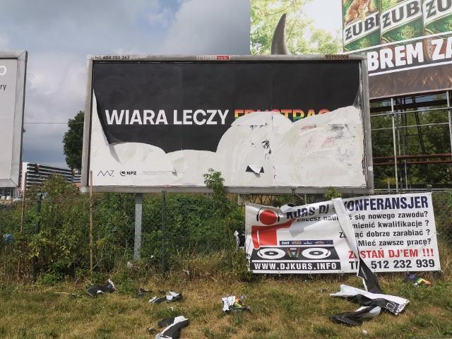 Część billboardów Milczącej Większości została zniszczona. Grupa chce postawić nowe. I to nie tylko w Białymstoku.