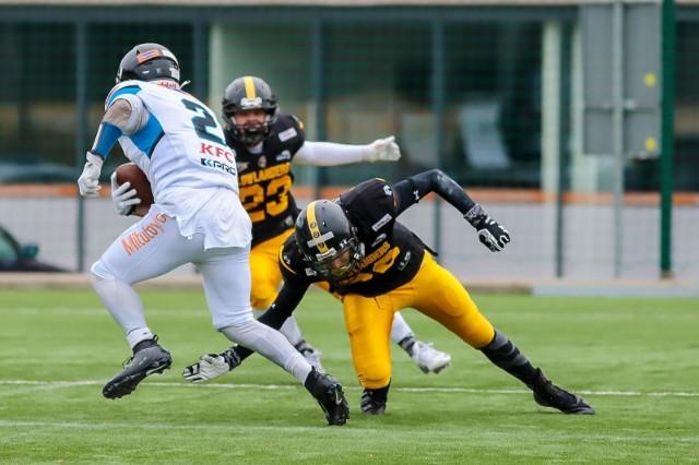 Drużyna Lowlanders Białystok przegrała w sezonie zasadniczym z Panthers Wrocław i przegrała także w wielkim finale XV Polish Bowl
