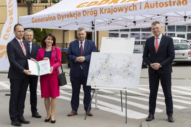 Podpisy pod programem inwestycyjnym złożone. W przyszłym roku w Strzelnie wybudowane zostaną dwa ronda