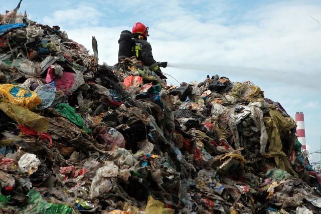 Mieszkańcy Skawiny obawiają się zakładów gromadzenia i przetwarzania odpadów, bo mieli przez nie wiele kłopotów, m.in. pożary - jak ten na wysypisku przy ulicy Energetyków