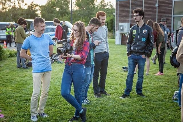 Organizatorzy 13. Ogólnopolskich Spotkań Filmowych Kameralne Lato w Radomiu zapraszają osoby pragnące poznać w praktyce sztukę tworzenia filmów do udziału w dwóch programach edukacji filmowej.