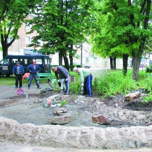 W ruch poszły już młoty pneumatyczne i łopaty. Zgodnie z planem prace przygotowawcze pod nową fontannę powinny potrwać do końca sierpnia.