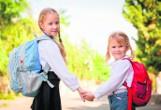 Ile powinien ważyć tornister ucznia? Tosia łamie prawo, bo jej torba do szkoły waży 7 kilogramów