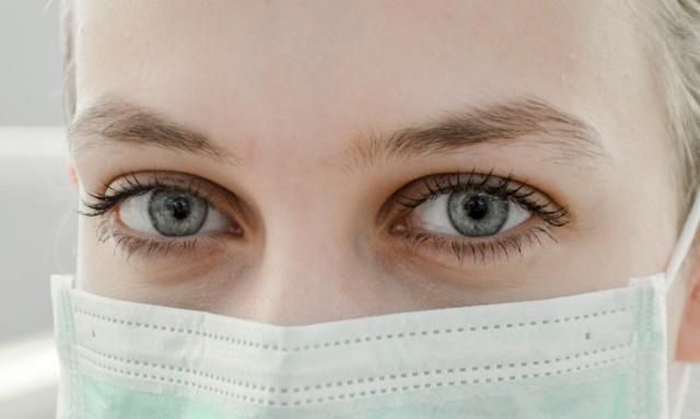 Lawinowo wzrosła liczba urazów oczu, których leczeniem zajmują się specjaliści z kliniki przy Chmielnej
