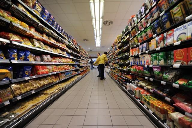 Jako konsumenci wiemy, że z czystością w sklepach bywa różnie i chcemy wiedzieć, które firmy nad tym panują. Niejednokrotnie możemy spotkać się z kurzem na półkach czy nawet z latającymi molami spożywczymi.