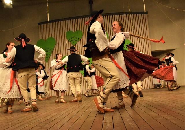 Tydzień Kultury Beskidzkiej to wielki festiwal folklorystyczny. Nie będzie taki, jak w poprzednich latach, ale także nie taki jak w ub. roku, kiedy to odbywał się prawie wyłącznie w internecie
