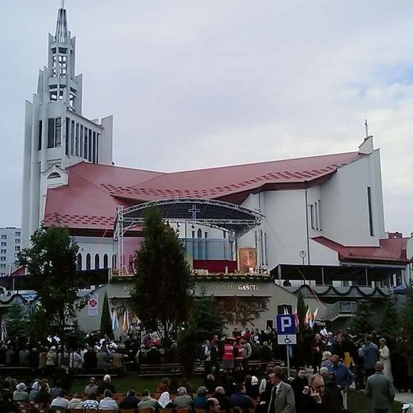 """Pijak """"wystąpił"""" przed Sanktuarium Miłosierdzia Bożego. We wrześniu został tam betayfikowany ks. Michał Sopoćko."""